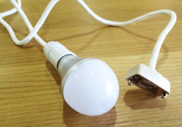 電球つけてみた コードが長い