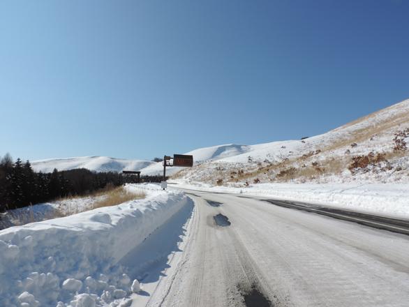 霧ヶ峰への道路 凍結