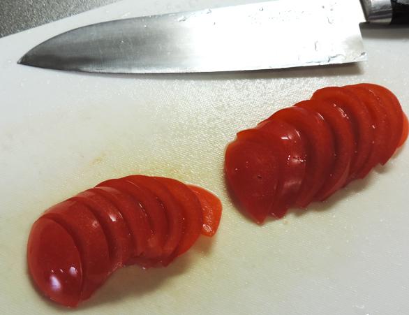 トマトと包丁