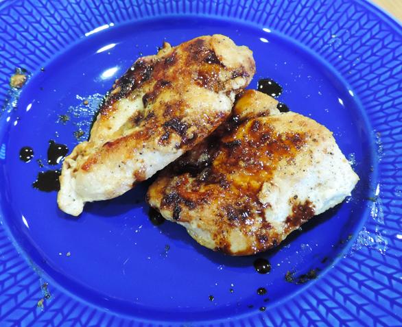 鶏胸肉のソテー グレービーソース仕立て