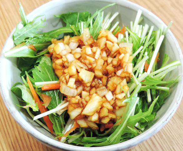 水菜のサラダと手作り玉ねぎソース