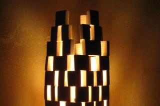 「ビル」木材を加工して自作した間接照明