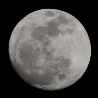 意外と簡単!高倍率ズームコンデジで月を撮るときに失敗しない方法