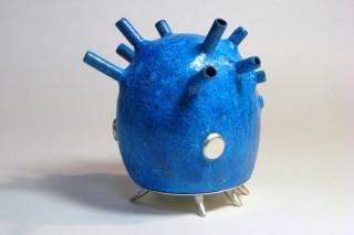 「宇虫」青い色の緑青と煙で宇宙的な雰囲気を表現
