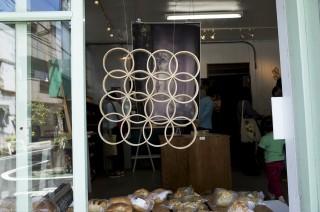 「おきてきてきて展」木とガラスと写真とパンの展覧会