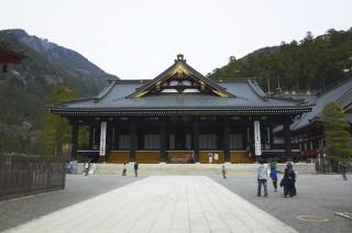 【階段がやばい】身延山久遠寺の山頂で食べた湯葉丼が絶品!