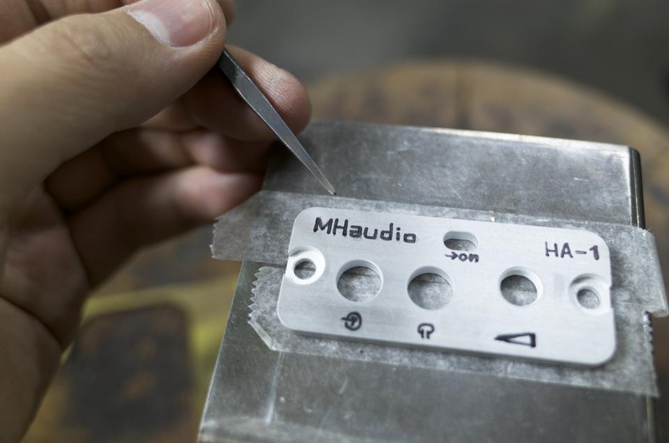 MHaudio HA-1の部品に毛を彫る