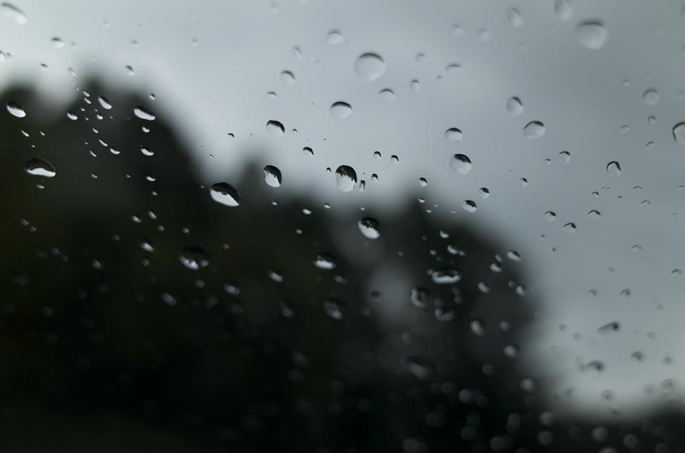 フロントガラスについた水滴