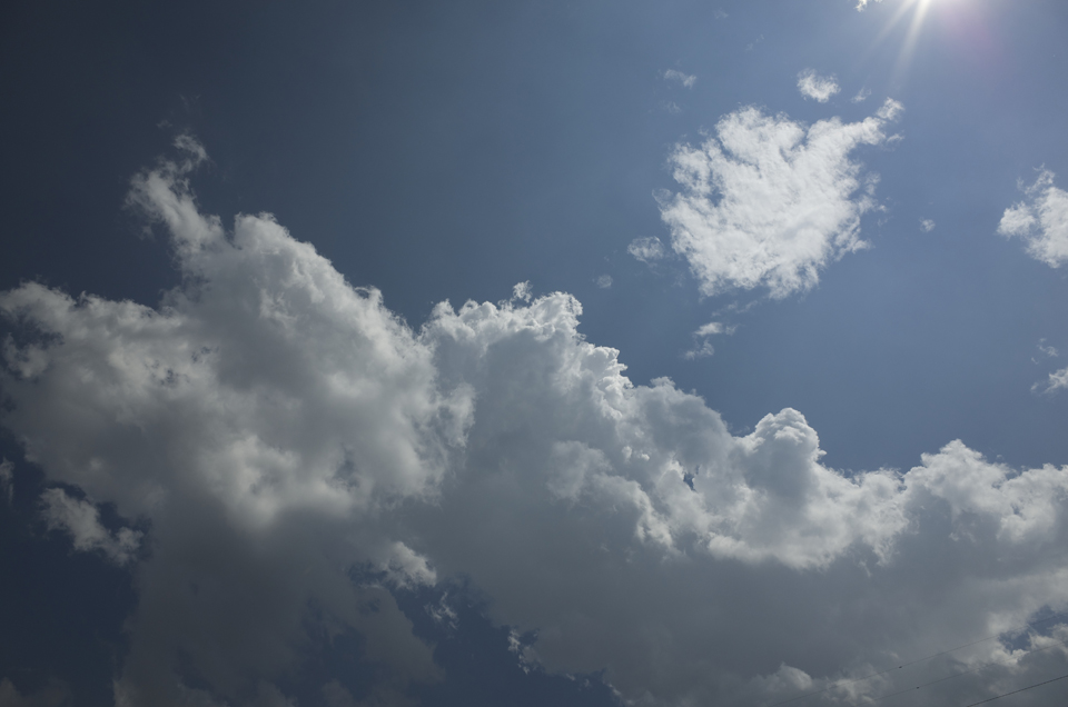 山梨の暑い日の青空