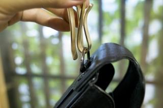 ポーチなどをズボンに引っ掛ける真鍮製のクリップを作ってみました