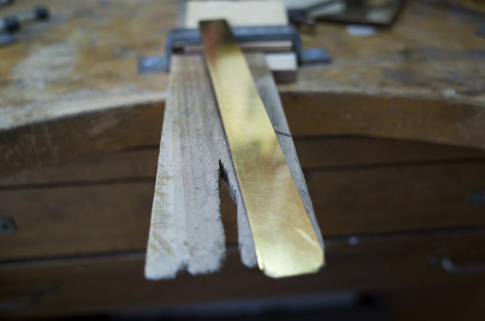 切り取った真鍮板
