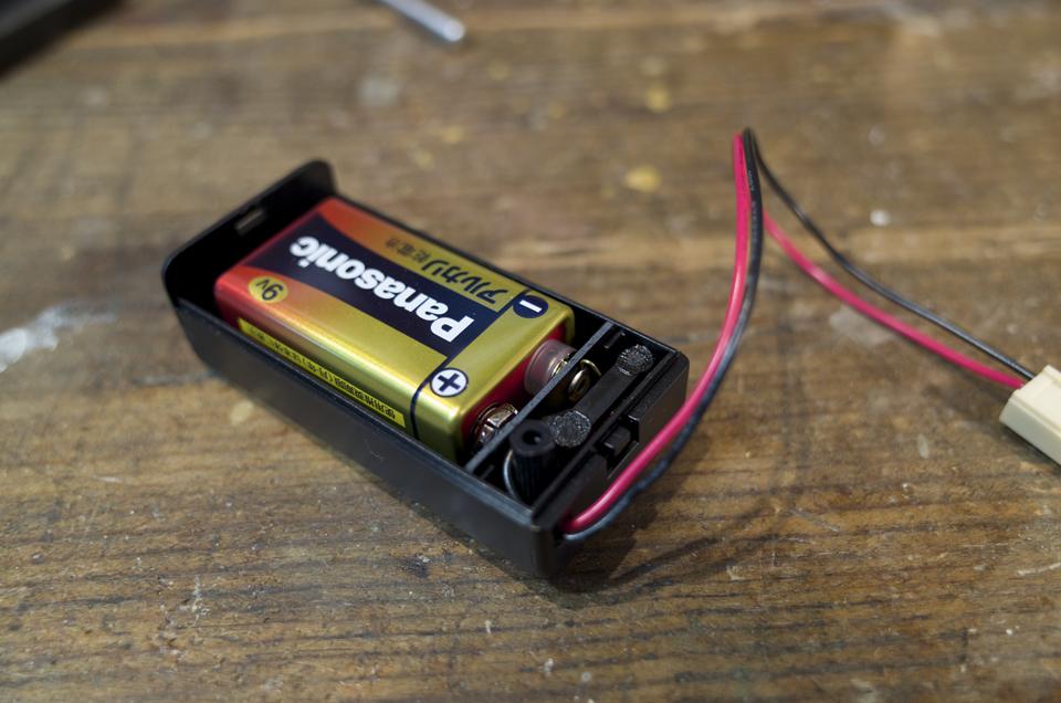 電池を装着