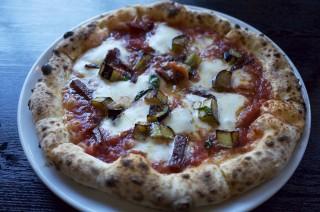 ダイエット中なのにピザを食べに行ってみたけど、自転車で行ったからOKなはず!