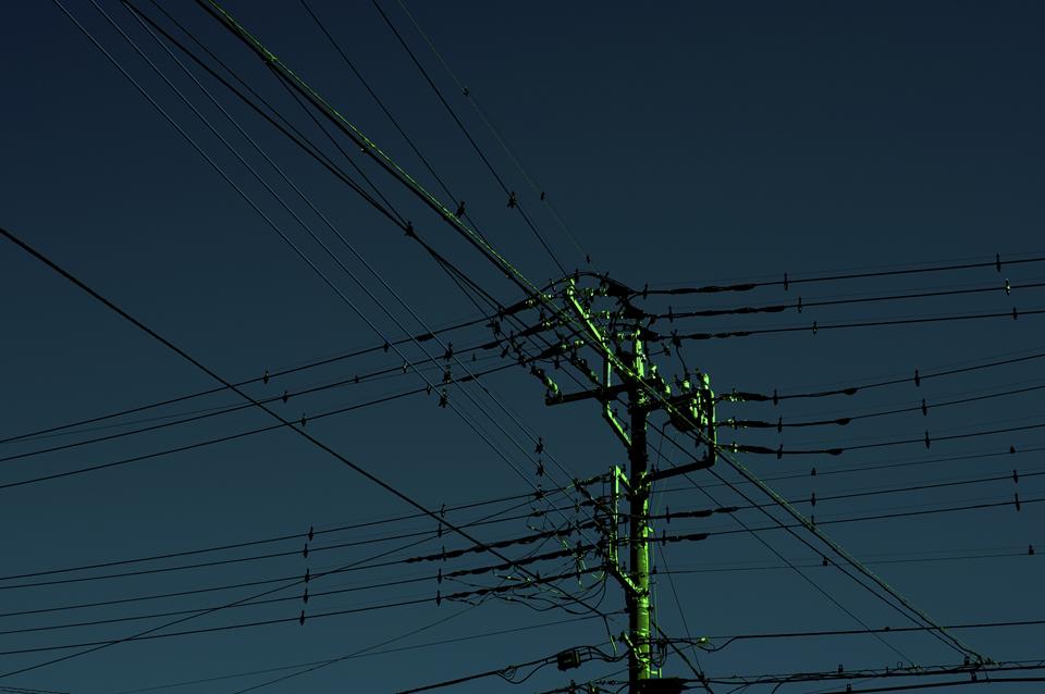 電線と電信柱