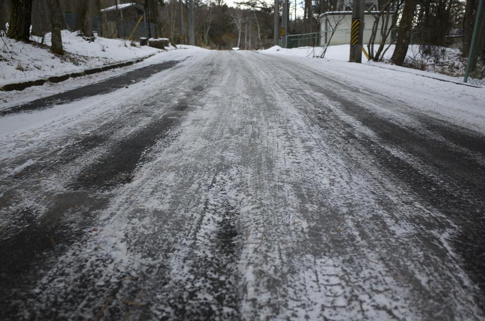 凍った車道