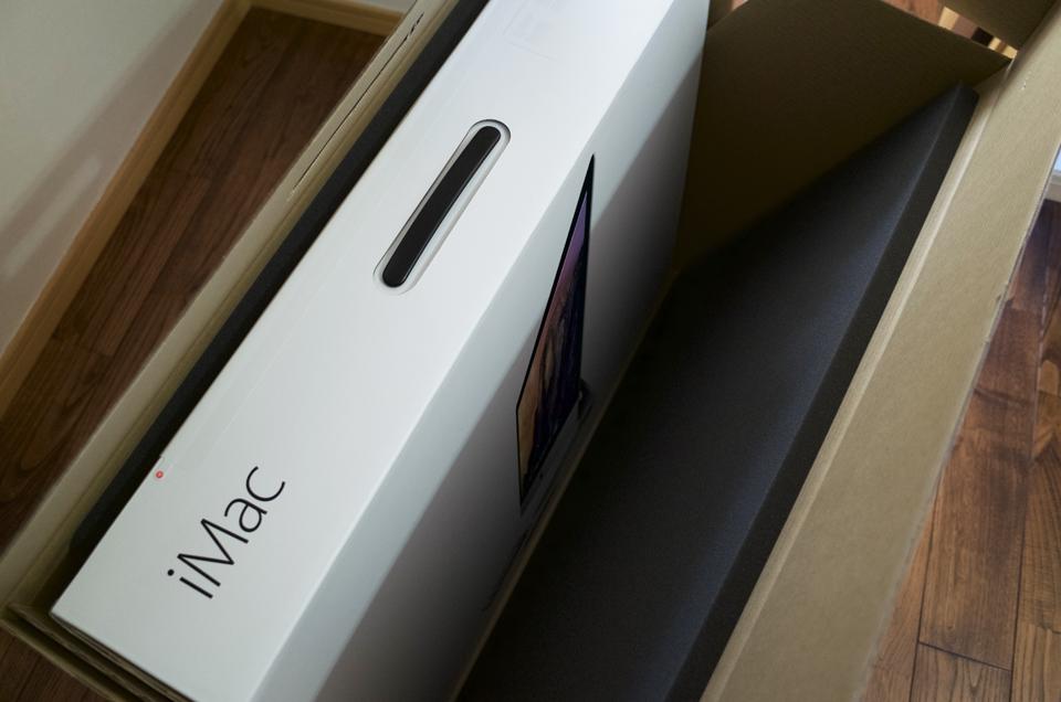 iMacの梱包を解いて箱を出したところ