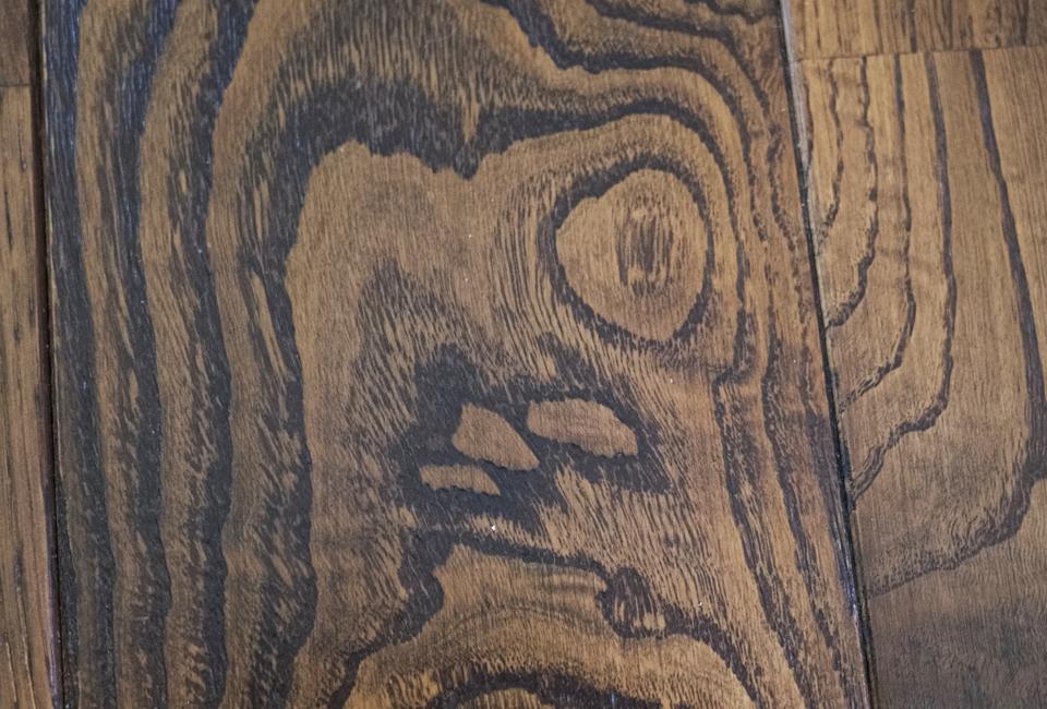 何かに見える木目