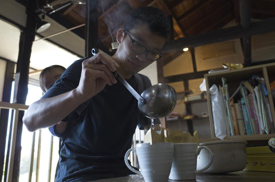 お玉でコーヒー