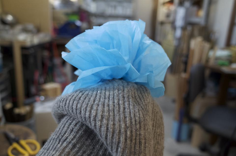 ニット帽に花をつける