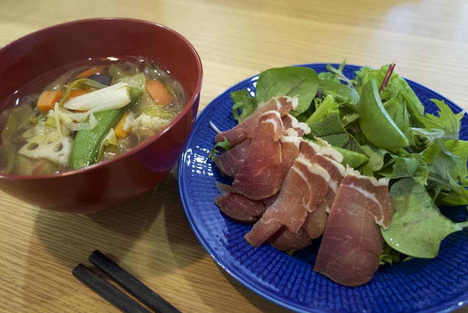 生ハムサラダと野菜スープ