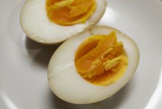 味玉は塩昆布と醤油だけで作れる