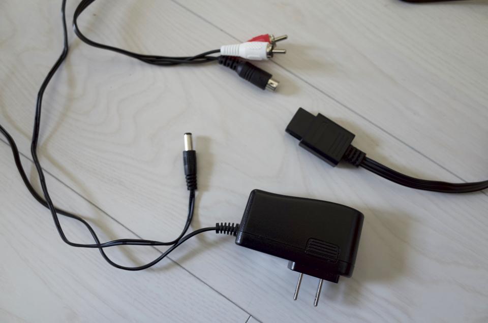 スーファミ用のケーブルとACアダプター