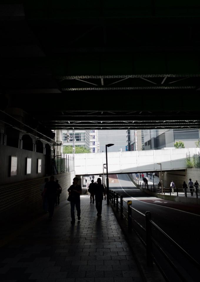 高架下の歩道