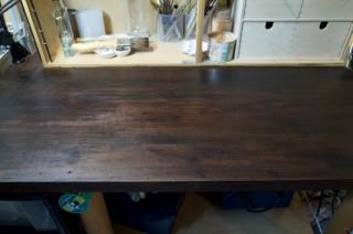水性ステインは臭くないしお手軽だし屋内の木製家具に塗るには良い