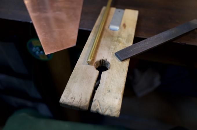スリ板と真鍮の棒とヤスリ