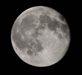 【高倍率ズームカメラ使用】月を綺麗に撮るコツ